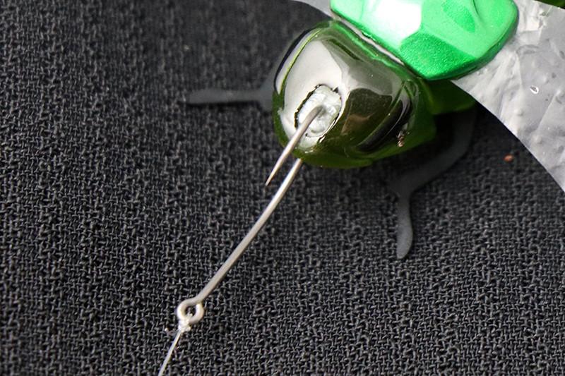フックズレを防止するエラストマー製ストッパー
