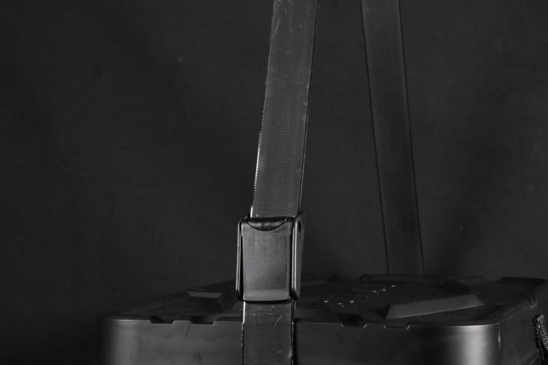ワンタッチで調整可能なショルダーストラップ