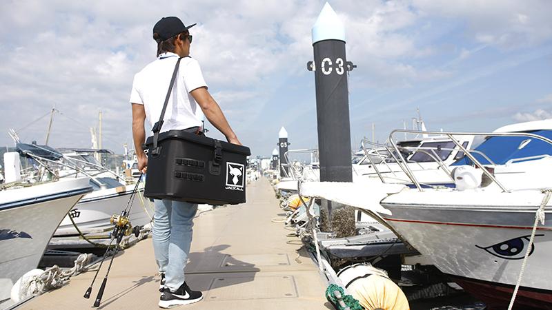 あなたの釣りをより快適に。タックルコンテナ & タックルポーチ