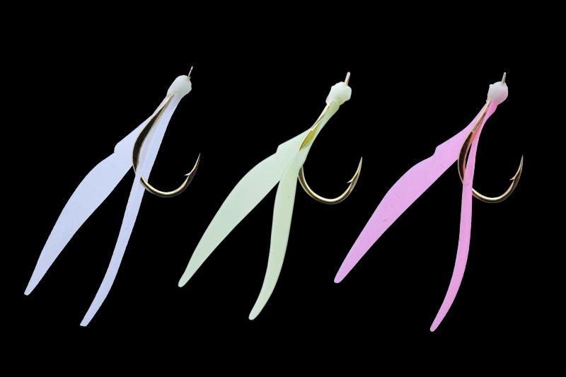 シリコンラバー製V型ネクタイ/夜光樹脂